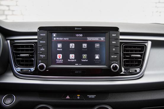 A Kia multimédiája teljesen korrekt, működik az Adroid Auto, magyarul beszél - a Fordét pl. nem sikerült lefordítani