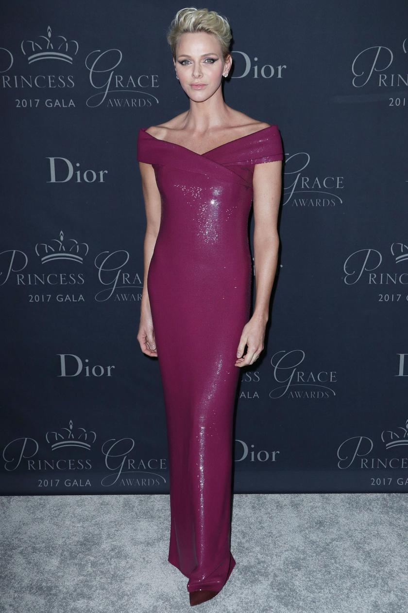 Charlene képtelen hibázni, ha divatról van szó: fantasztikusan fest ebben a testre simuló ruhában.