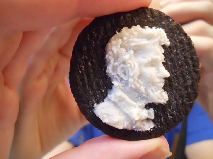 A sokak által kedvelt Oreo keksznek még soha nem volt ilyen pazar a dizájnja. Megkóstolta, megtervezte, kiharapta Lincoln profilját.