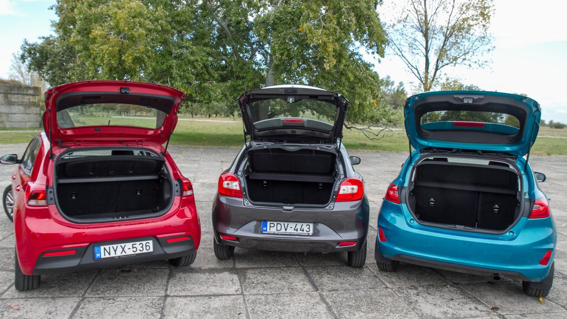 Már ezen a képen is látványos, mennyivel kisebb a Suzuki csomagtérnyílása