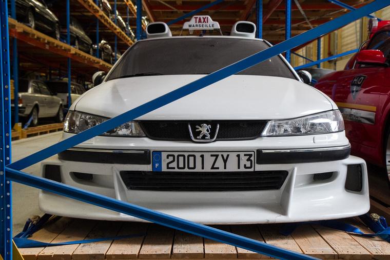 A 2000-es évek egyik jópofa vígjátéka volt a Taxi, amit aztán több folytatás is követett