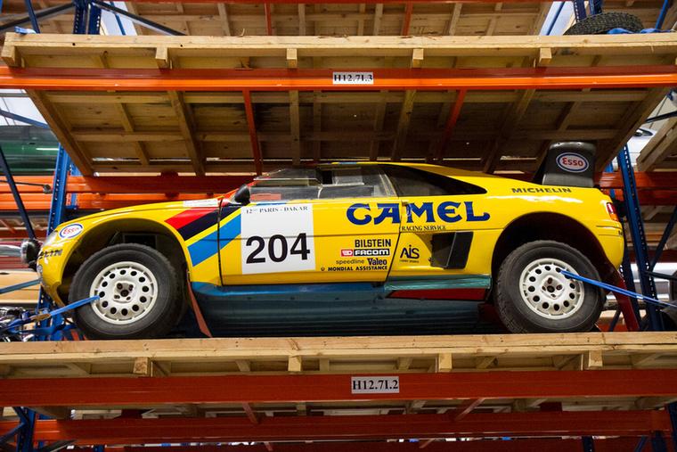 Az 1990-es Párizs-Dakaron (akkor még Párizs-Tripoli-Dakar) hármas győzelmet aratott a Peugeot