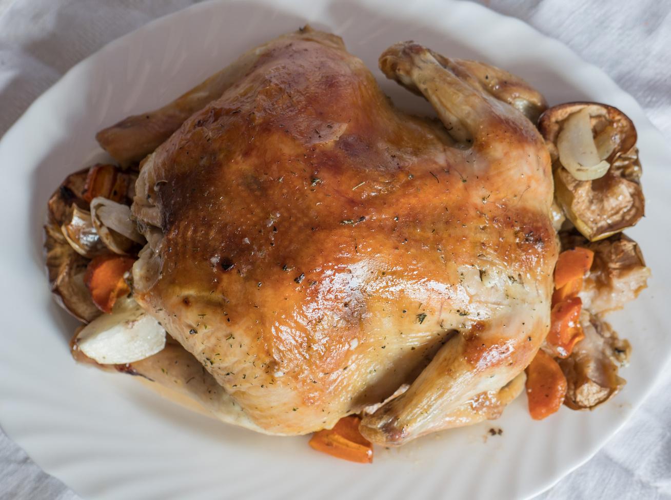 Egészben sült csirke házi fűszerkeverékkel - Sütőzacskóban még omlósabbra sül