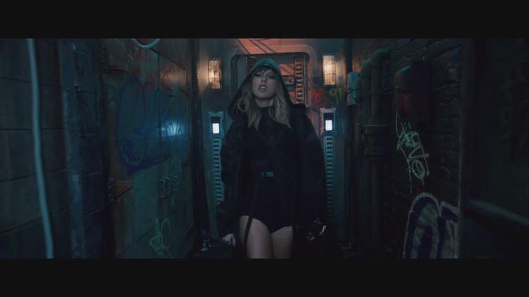 Az énekesnő a …Ready For It? klipjének elejével is nagyjából ugyanazt a benyomást igyekszik kelteni, mint minden mással mostanában: hogy ő egy kemény, határozott nő, akit a harcok heve edzett, és szexi, továbbá nem lehet félreállítani.