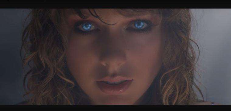 Swift pedig végezetül emlékeztet minket arra, hogy robot.Na, mit gondolnak róla?