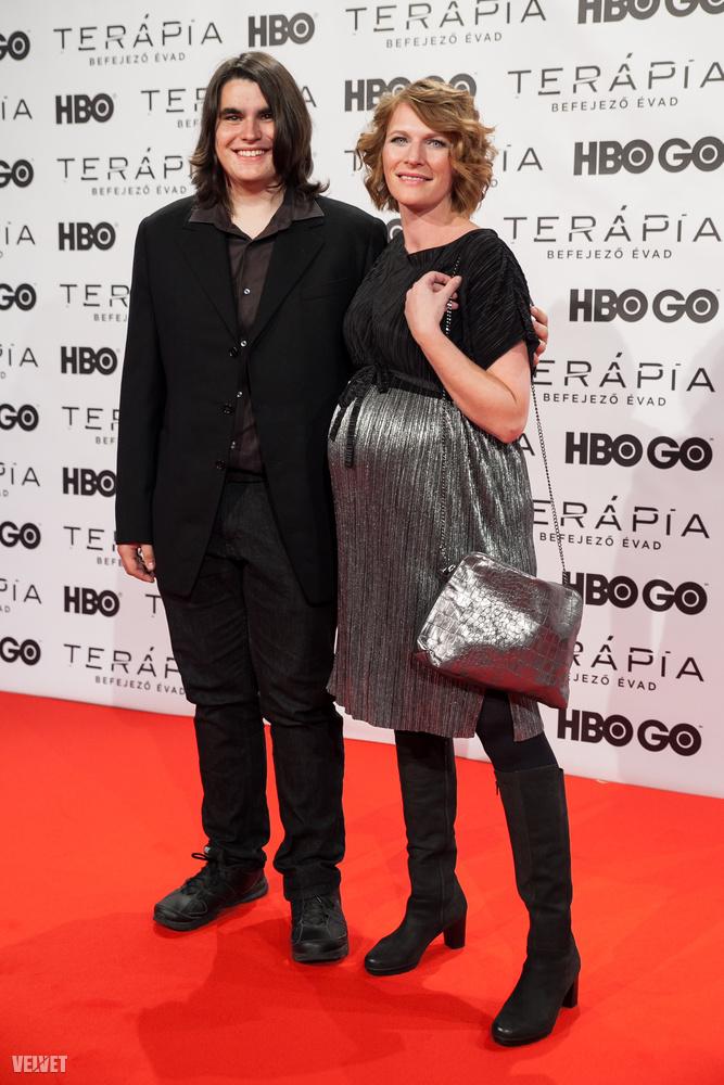 Szamosi Zsófiáról, a Terápia és nem mellesleg az Oscar-díjas Mindenki színésznőjéről régóta lehet tudni, hogy terhes, ebben a nyári indexes interjúban is említette