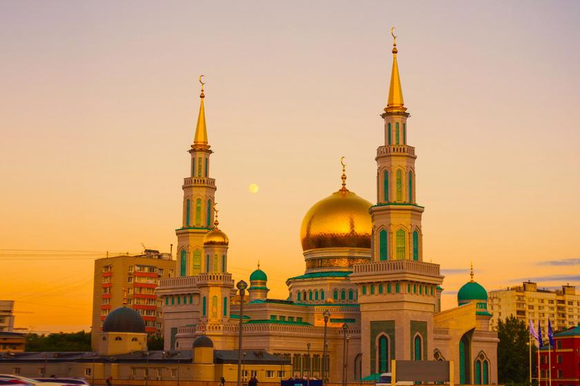 Oroszország egyszerre nagyvilági és rusztikus, múltjába kapaszkodó, és minden újra nyitott ország.