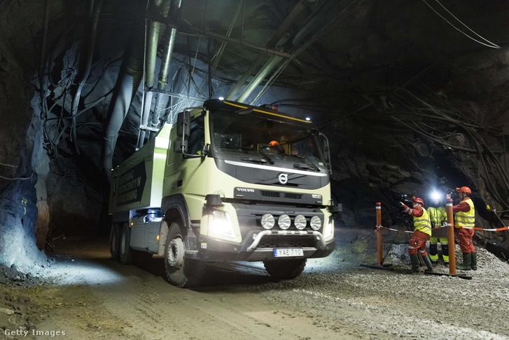 Önvezető Volvo kamion tesztje Svédországban, a kristinebergi Boliden bányában, 2016 szeptemberében.