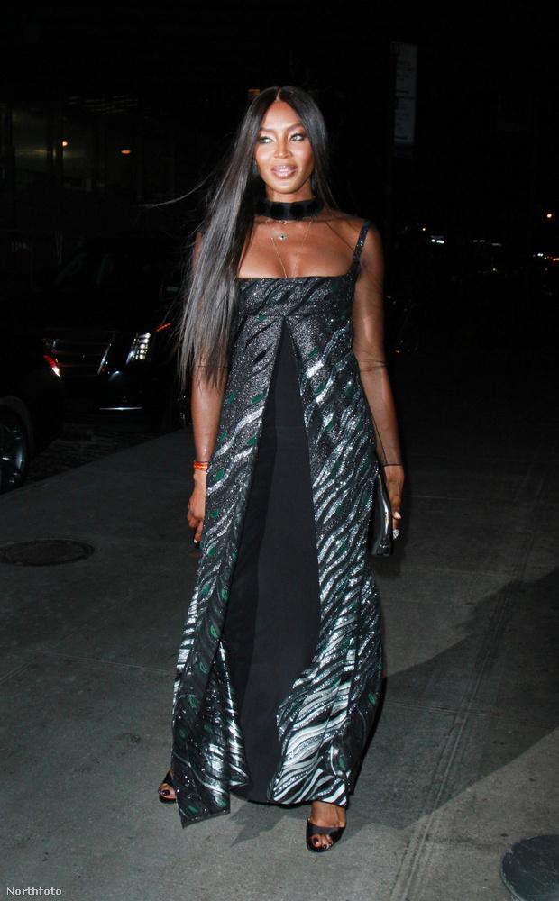 Naomi Campbellt gyakorlatilag csak divateseményeken lehet látni: akár bemutatókon, akár partikon.A 47 éves modell mostanában egy Louis C