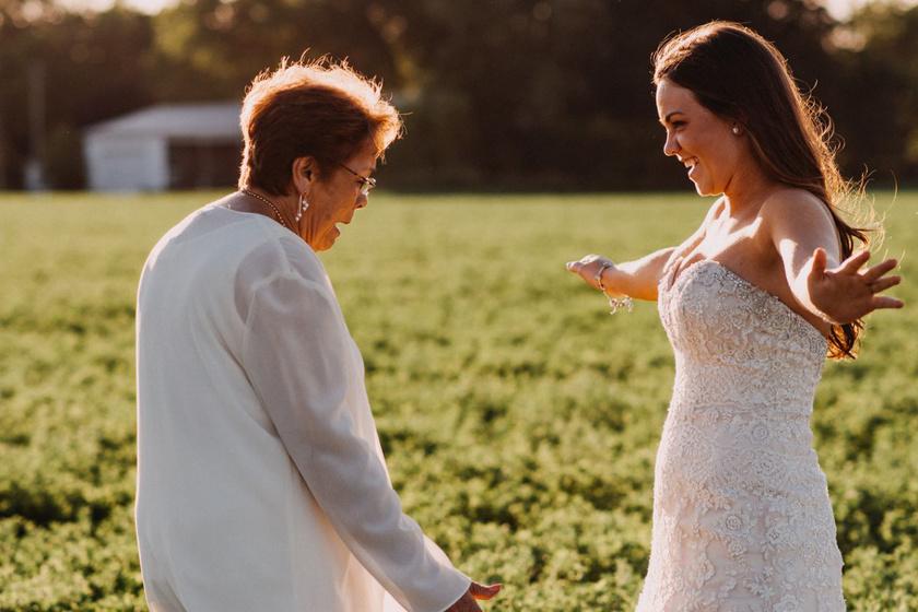 Brittany, mihelyst megnyerte a pályázatot, tudta, hogy azt a pillanatot szeretné megörökíttetni, amikor nagymamája először pillantja meg az esküvői ruhájában.