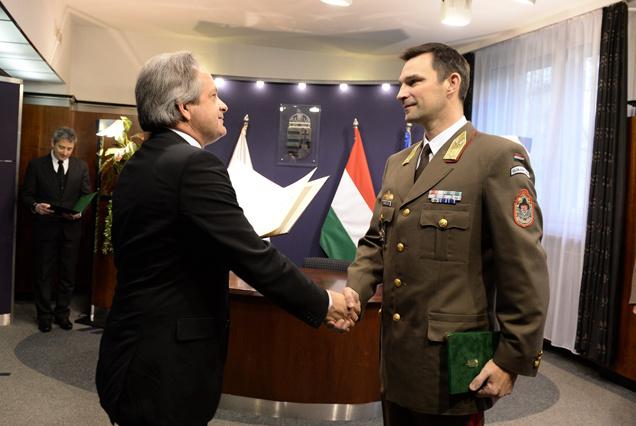 Vargha Tamás, a Honvédelmi Minisztérium parlamenti államtitkára és Porkoláb Imre