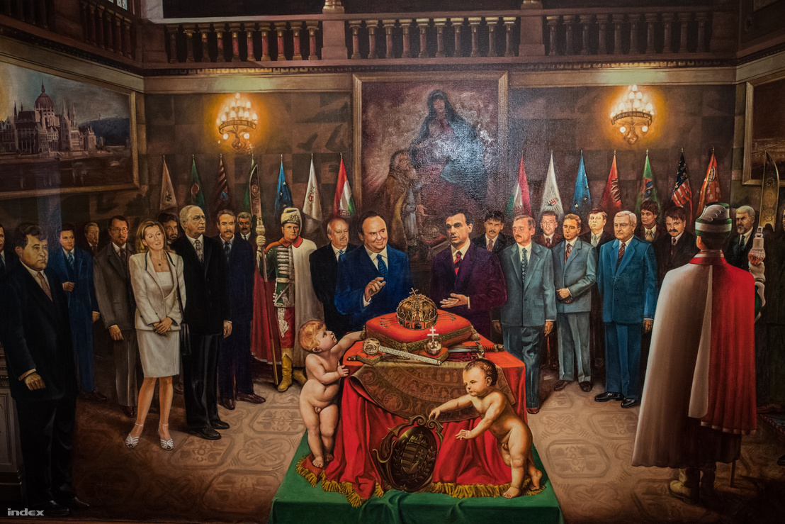 Az Orbán-Torgyán-kormány a Szent Korona körül.