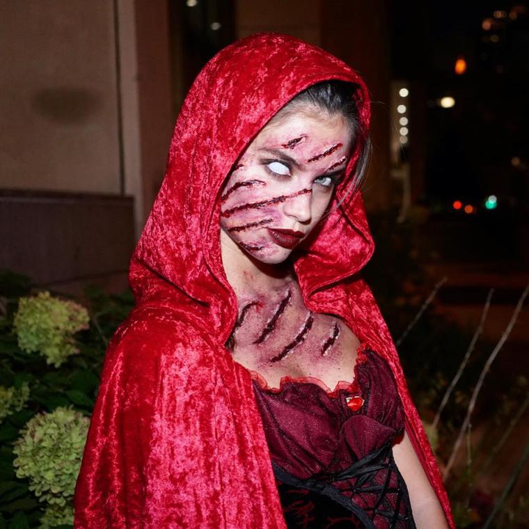 Sara Sampaio modell rögtön kétféleképpen is kinézett: itt farkasmarta Piroskának,