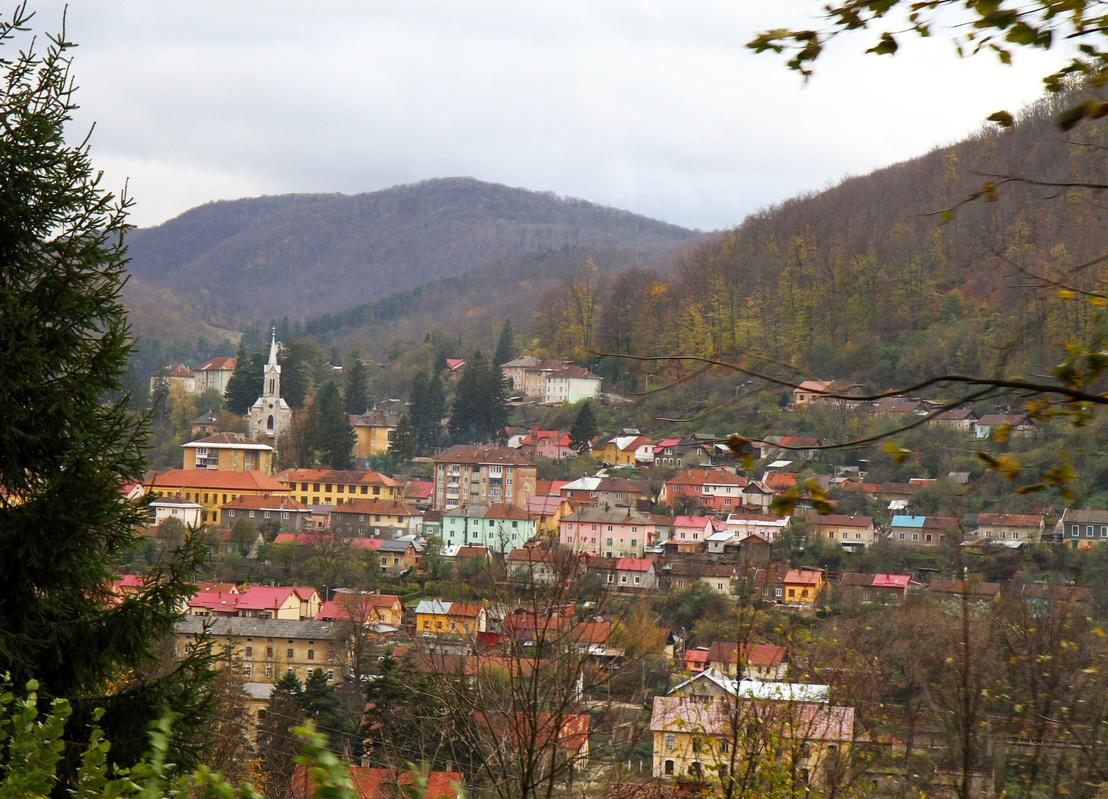 A hangulatos hegyi falvakban nagyon rossz a levegő, ugyanis mindenki fával fűt