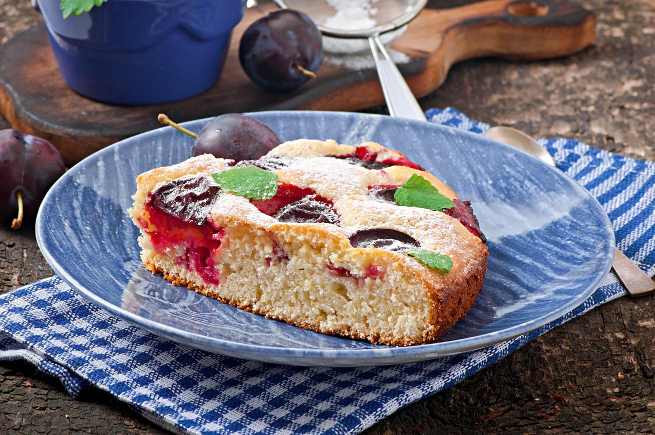 Puha, omlós, szilvás kevert süti 30 perc alatt - Gyorsabb, ha bögrével méred ki a hozzávalókat