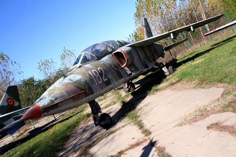 A hetvenes évek közepén kezdték gyártani az IAR-93-ast Craiovában