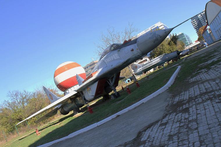 MiG-29-ből összesen tizenhetet használtak a románok, a kétüléses UB-ből további négyet.