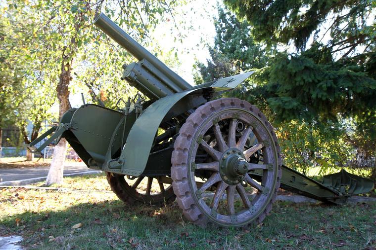 Persze nemcsak légi járművek, hanem hadtechnikai eszközök is vannak a parkban.