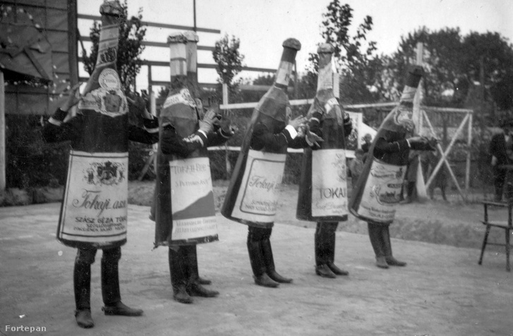 Ha még nem volt jelmezötlete, egy igazán magyaros választás: tokajis üveg (1934)