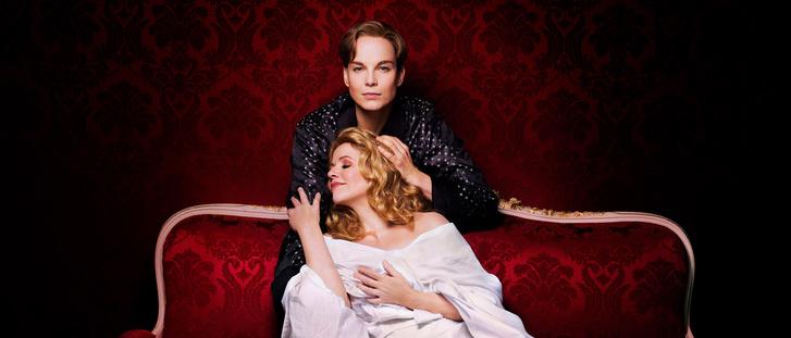 Octavian szerepében Elina Garanca, a tábornagyné Renée Fleming (a Metropolitan előadása)