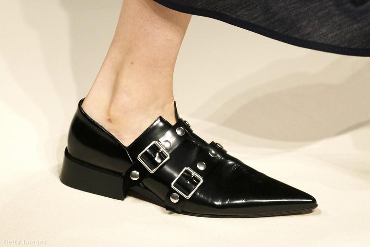 Csatos pasi cipő Victoria Beckhamtől.