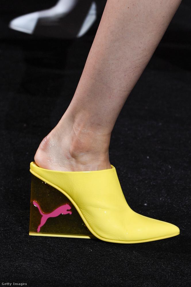 Várhatóan ez az üvegsarkú Fenty Puma By Rihanna papucs is akkorát üt majd mint a tavalyi szőrme papucs.