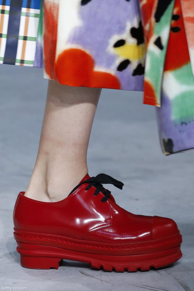 Otromba piros félcipő a Marnitól.