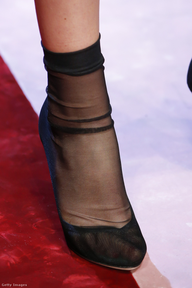 A Dolce & Gabbana tervezőpárosa szerint a harisnya cipő az új zokni cipő.