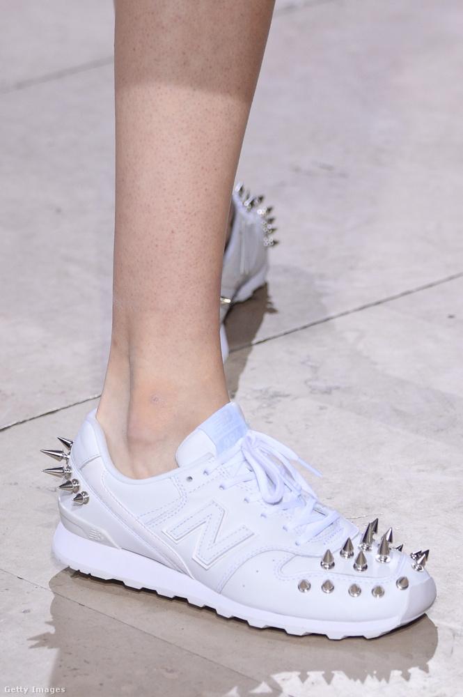 Junya Watanabe még nem engedte el teljesen a szegecses cipőket.