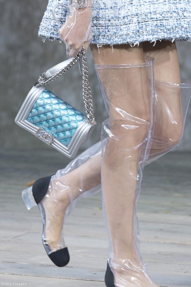 És a Chanel áttetsző műanyagból készült szörnyűsége is.