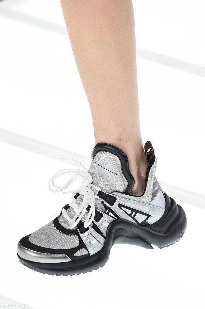 A Louis Vuitton is elsütötte a Balenciaga féle papi cipőt.
