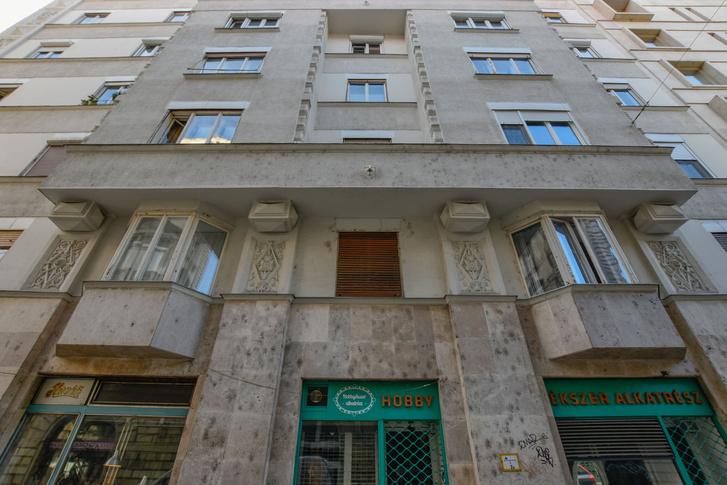 Vágó József bátyja, László is két hasonló bay window-t tervezett 1928-ban(!) a Dohány utca 46. szám alá