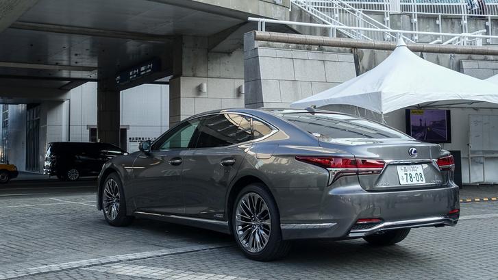 De innen már az egyik legszebb távol-keleti luxusautó amit valaha gyártottak