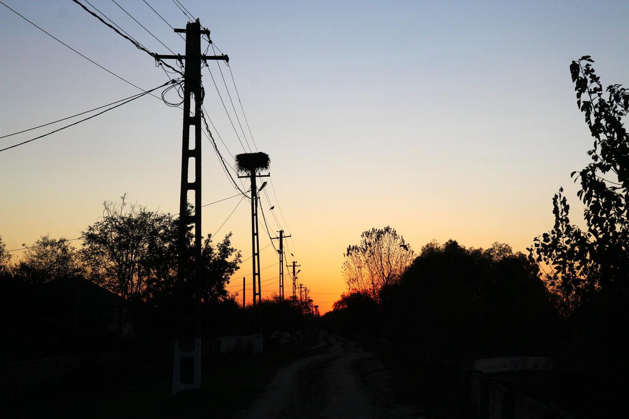 A gólyák már elköltöztek - naplemente Gorgova főutcáján