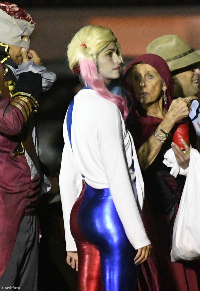 Harley Quinnek öltözve