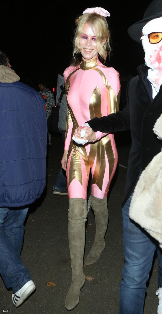 Claudia Schiffer szupermodell is valamilyen szuperhősnőnek öltözhetett, vagy minimum artistának,