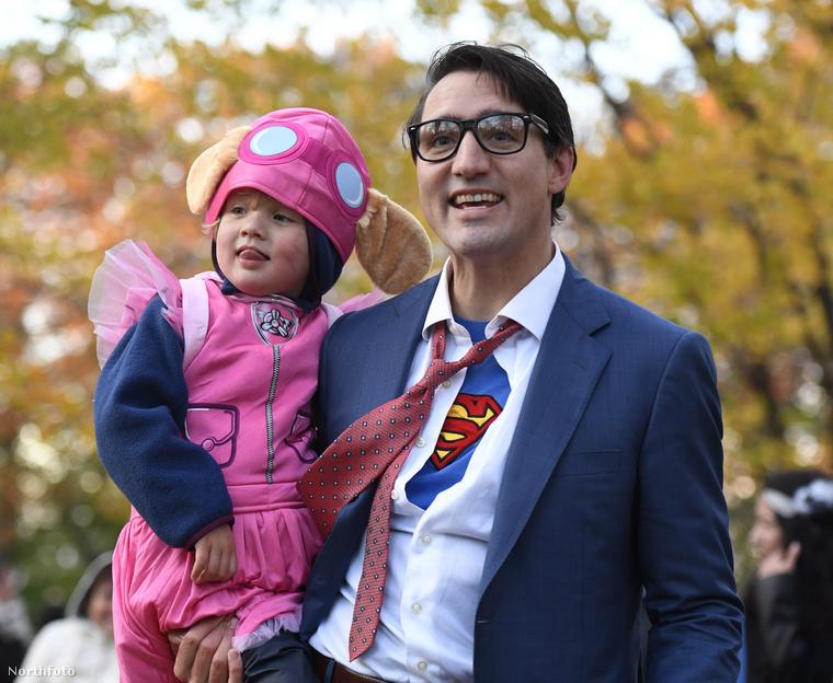 Itt három éves fiával, Hadriennel látható.