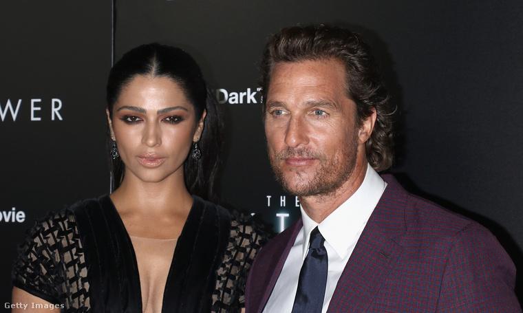 Matthew McConaughey  filmszínészt és Camilla Alves modellt láthatták.
