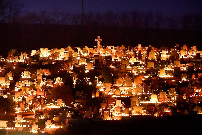 Tardos község temetője mindenszentek napján, 2017. november 1-én.