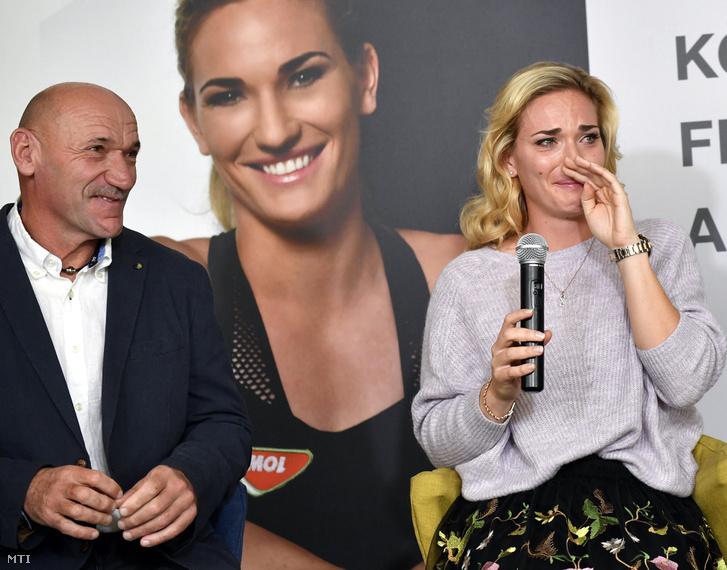 Babos Tímea a WTA szingapúri tenisz-világbajnokságán nõi párosban világbajnoki címet szerzõ teniszezõ és édesapja Babos Csaba a világbajnokságról tartott budapesti sajtótájékoztatón