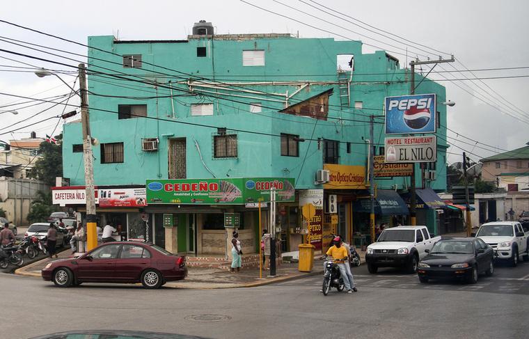 A végére egy tipikus karibi utcakép maradt, véletlenül túlnyomó többségben japán autókkal.                         Ilyen a valódi élet, ha kimozdulunk a hotelek biztonságából, ennek ellenére bőven érdemes                         ezt megtenni és látni az ország valódi arcát