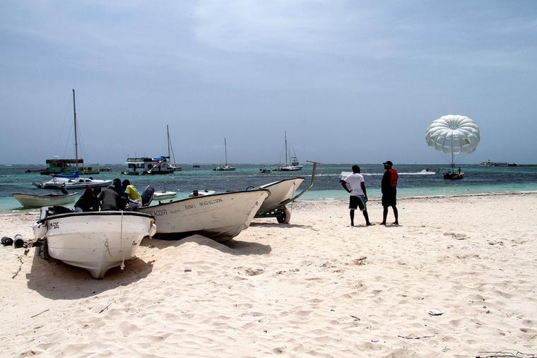 Punta Cana környékén sokan közlekednek csónakkal, hajóval is