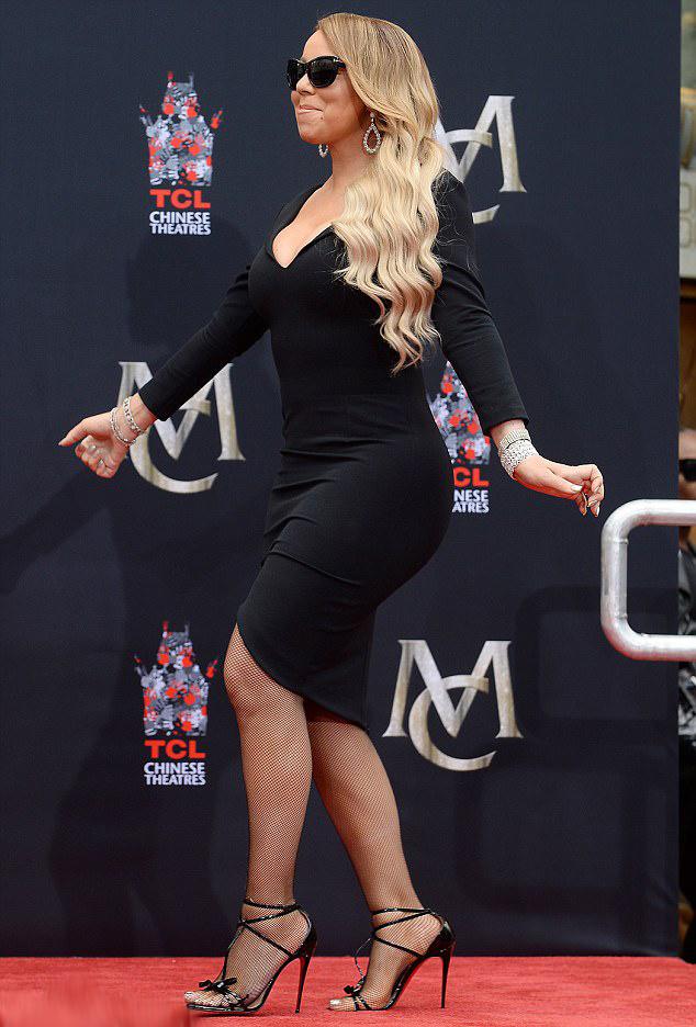 Mariah Carey 900 dolláros Christian Louboutin-cipőben érkezett a helyszínre.