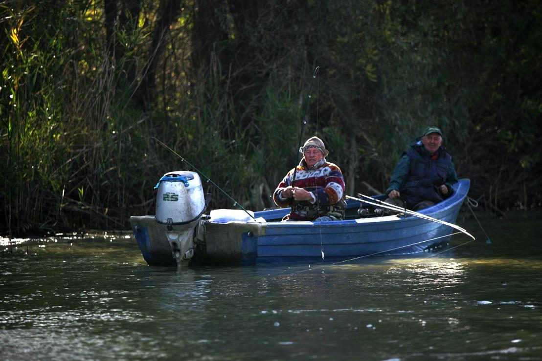 """Székely horgászok az egyik csatornában, ők is Lászlónál szálltak meg, aki el is látta őket jó tanácsokkal: """"mondtam, hogy ne süllőzzetek, csukát fogjatok, azt lehet most, hogy a szopós kutya harapjon meg"""""""