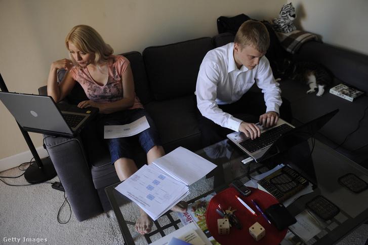 Az orosz házaspár, Igor Emelijanov és Natalia Anbilova 2011 júliusában reménykedett a vízumlottóban, de nem nyertek.