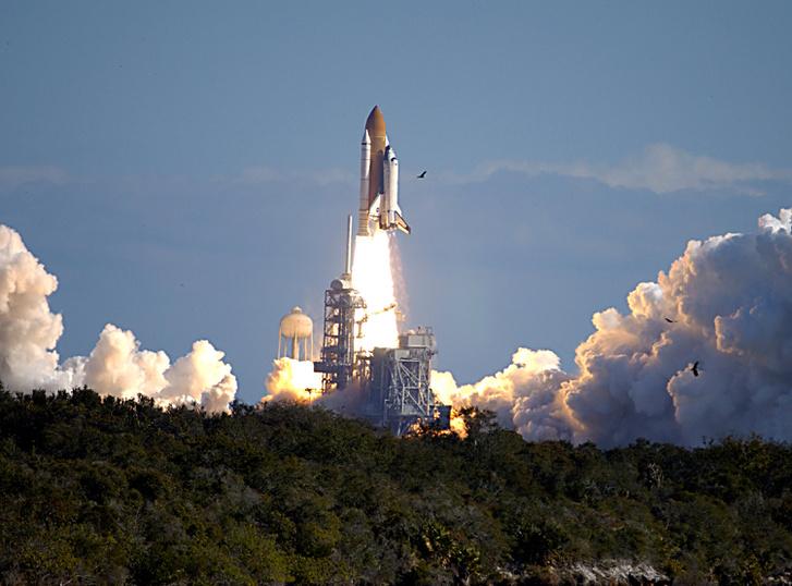 1992. október 22. Tíznapos küldetésre (STS-52) indul a Columbia, fedélzetén Gene Roddenberry hamvaival.