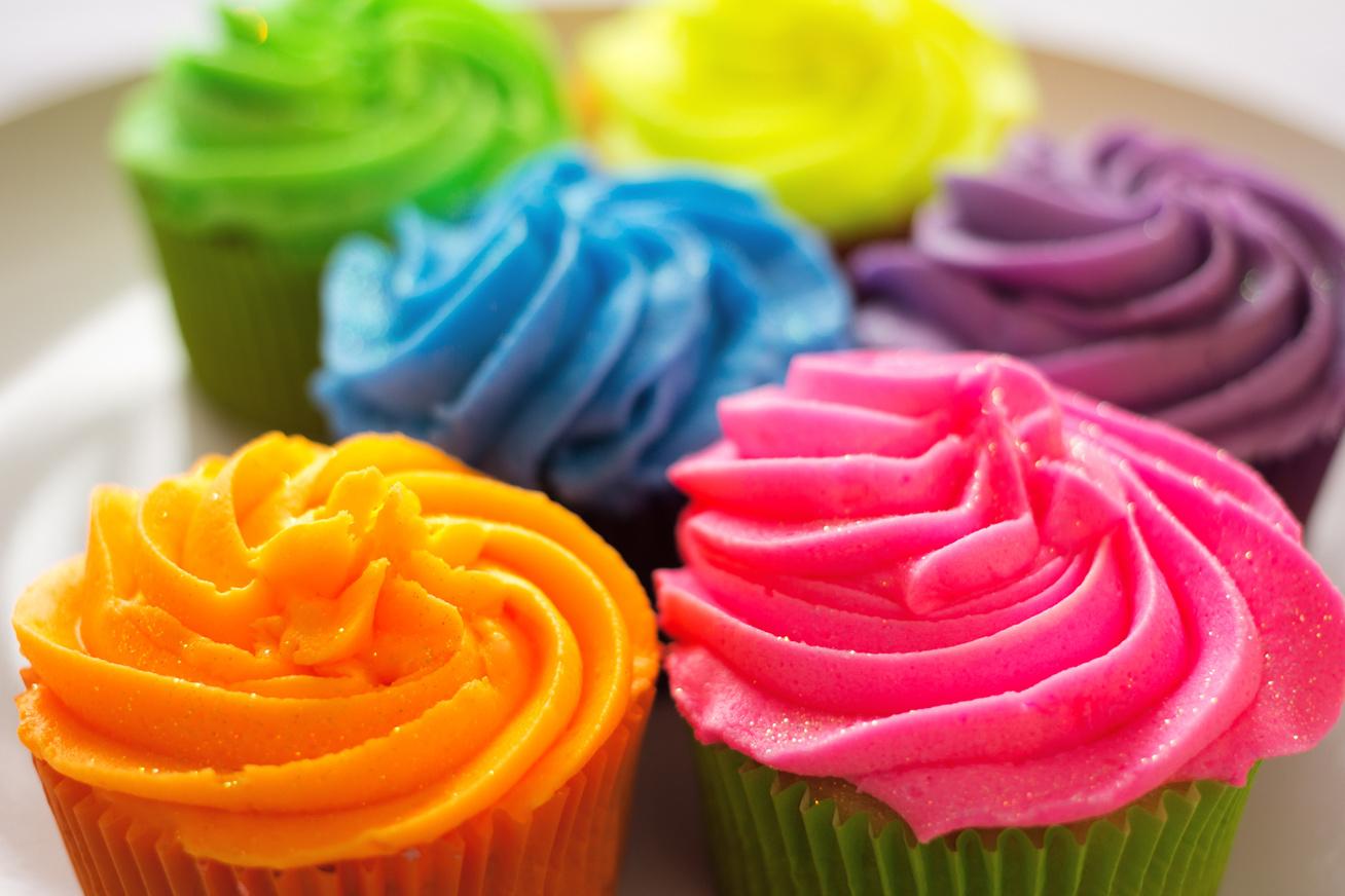 színezett ételek