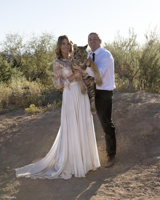 Egy amerikai pár úgy döntött, szeretik annyira az egzotikus állatokat, hogy állatok körében fognak megesküdni