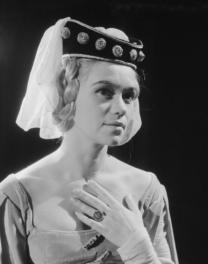 Melinda szerepében a Katona József Bánk bán című drámájának próbáján. A darabot 1962 október 12-én mutatta be a Nemzeti Színház Major Tamás rendezésében.