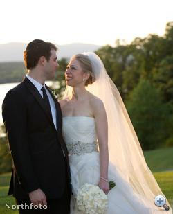Chelsea Clinton és Marc Mezvinsky egybekelése az év egyik legnagyobb celeblagzija volt. A július 31-én tartott esküvőn az örömapa Bill Clinton, az USA egykori elnöke volt, az örömanya pedig Hillary Clinton, az USA jelenlegi külügyminisztere.